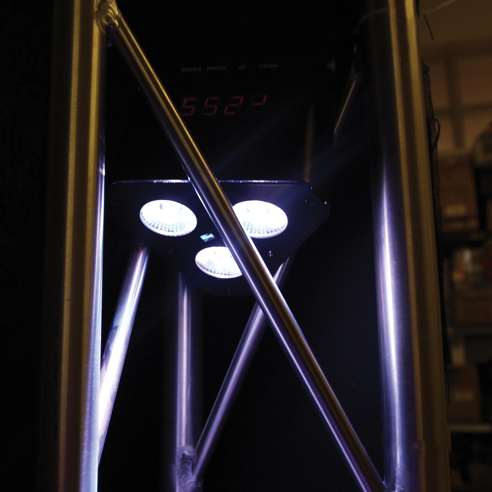 Power Rgbw 3x5w Lighting Led Triangulaire Projecteur Sur Batterie WE2YHD9Ie
