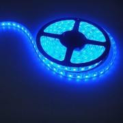 Ruban LED 12V Bleu 60 LEDs 3528 IP65 rouleau de 5 m fond blanc