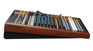 Table de mixage analogique 14 Voies Tascam Model 16 avec enregistreur sur carte SD